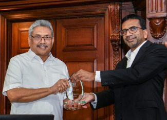 SLASSCOM presents the Delivery Destination of the Year 2019 to the H.E. President